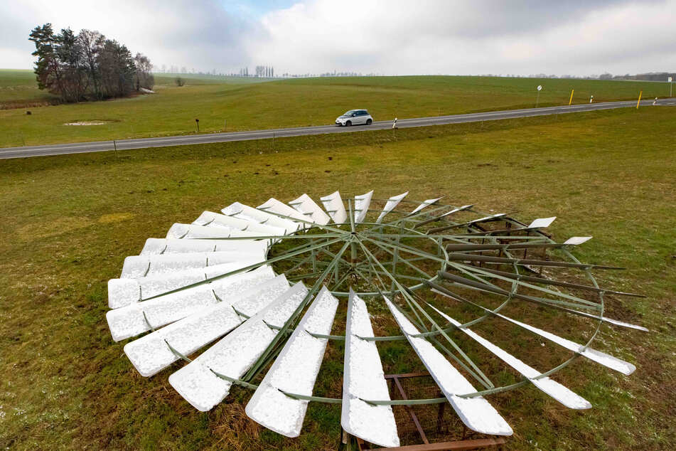 Weil das Kugellager des Windrades nach einem Sturm verschlissen war, musste es 2013 abgenommen werden.