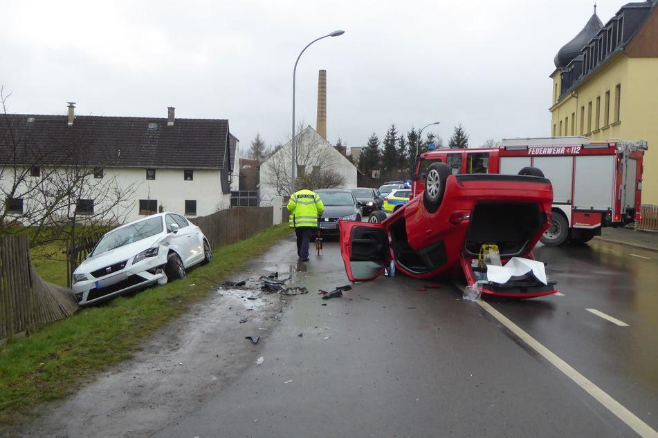 Am Dienstagmorgen ist ein Audi-Fahrer in Langenhessen verunglückt. Sein Fahrzeug hatte sich überschlagen und war auf dem Dach liegen geblieben.