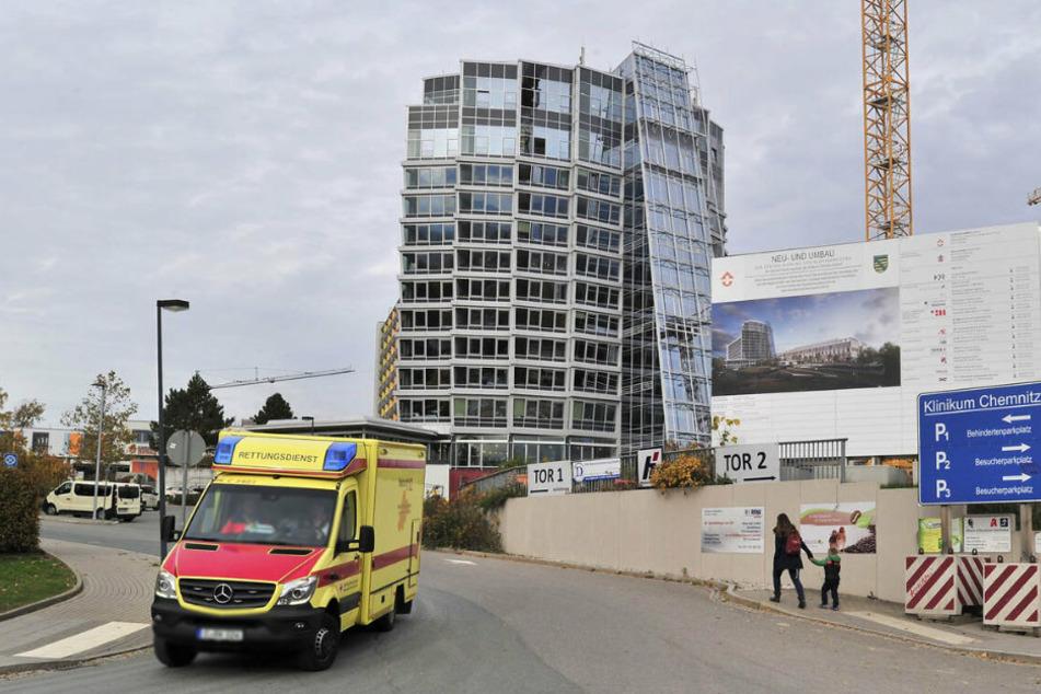 Das Klinikum Chemnitz wehrt sich gegen die Vorwürfe eines Mitarbeiters, dass der Schutz vor Corona vernachlässigt werde.
