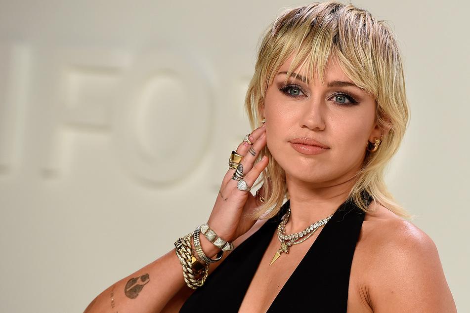 Miley Cyrus provoziert auf Instagram im knappen Lederanzug