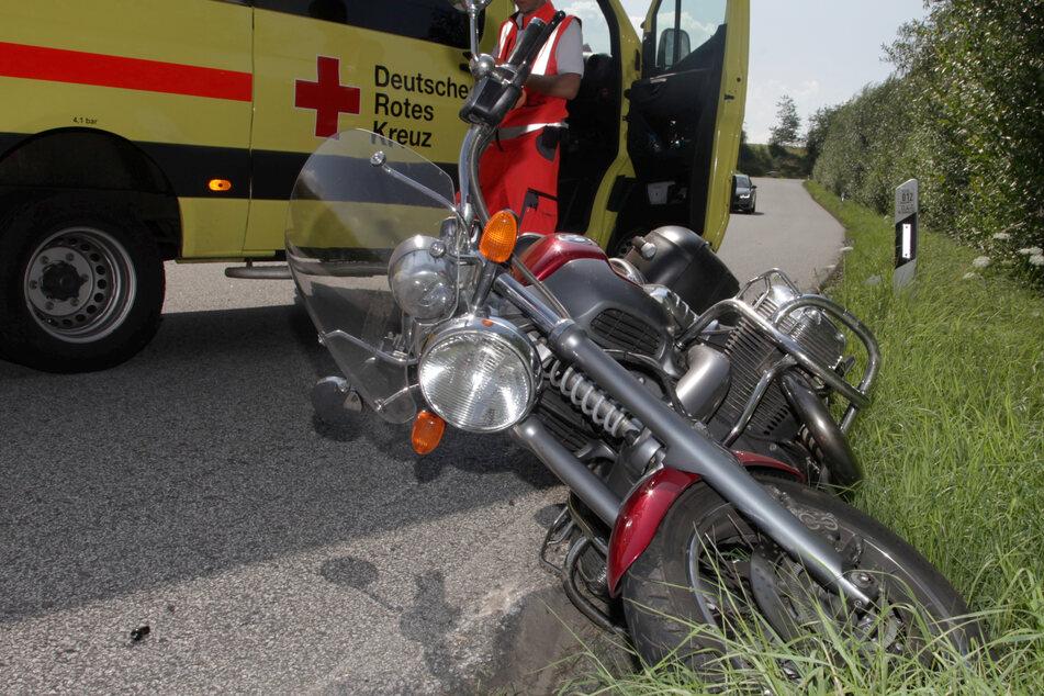 Das Motorrad des 70-Jährigen landete im Graben.