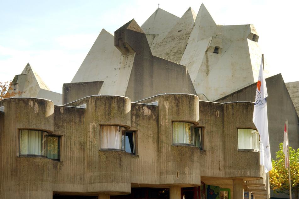 In den 60er Jahren pilgerten viele Menschen zum Wallfahrtsort Neviges und seinem Pilgerdom.