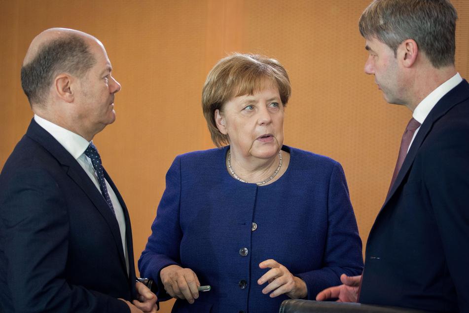 Olaf Scholz (63, l., SPD), Bundeskanzlerin Angela Merkel (66, CDU) und Jan Hecker (†54). (Archivbild)
