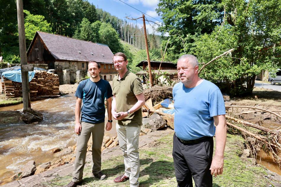Bürgermeister Thomas Kunack (43, WV Tourismus), Innenminister Roland Wöller (50, CDU) und Landrat Michael Geisler (61, CDU) informierten sich über die Lage in Bad Schandau.