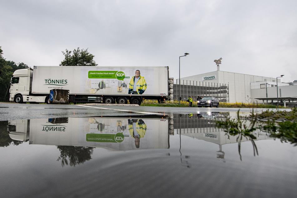 Nach vier Wochen Zwangspause wegen einem Corona-Ausbruch hat die Firma Tönnies am heutigen Donnerstag, den 16. Juli die Arbeit wieder aufgenommen.