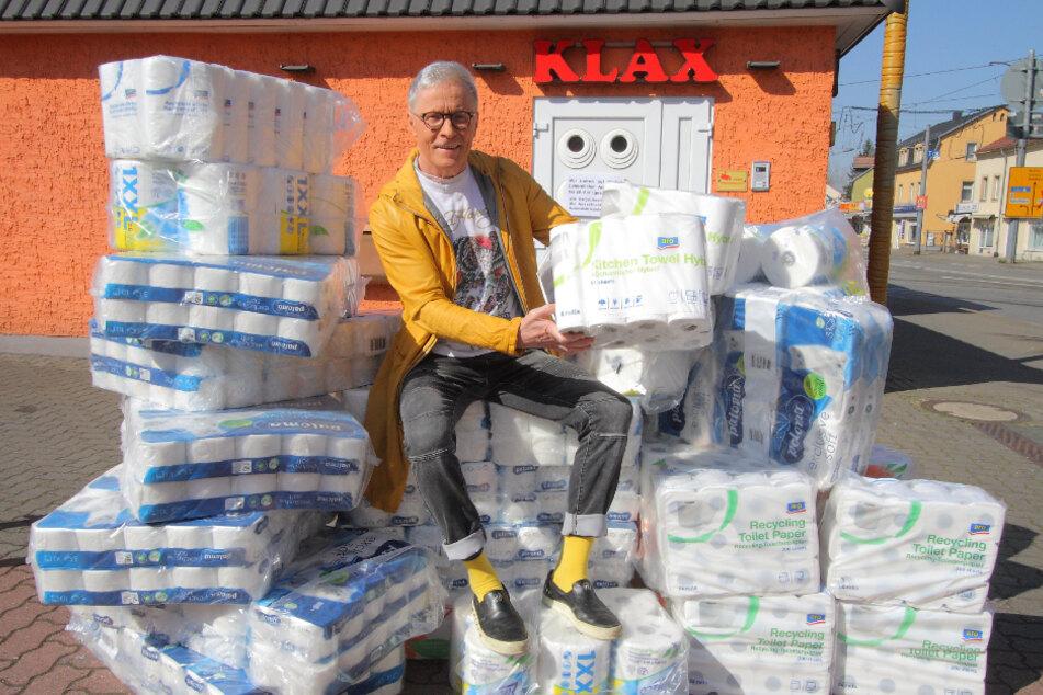 Völlig von der Rolle: Wolle Förster verschenkt sein Klopapier