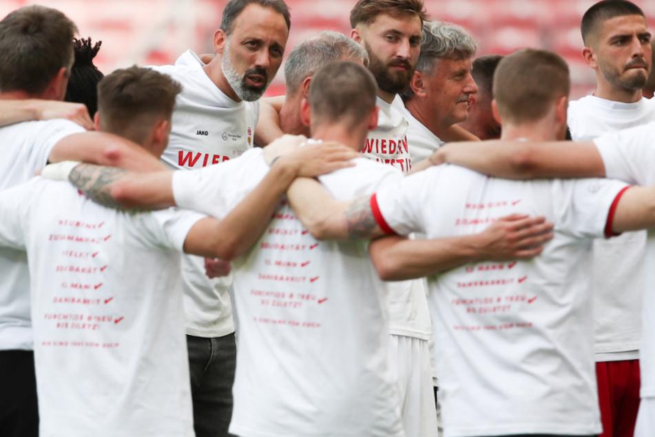 Nach dem Aufstieg feierten sie beim VfB Stuttgart.