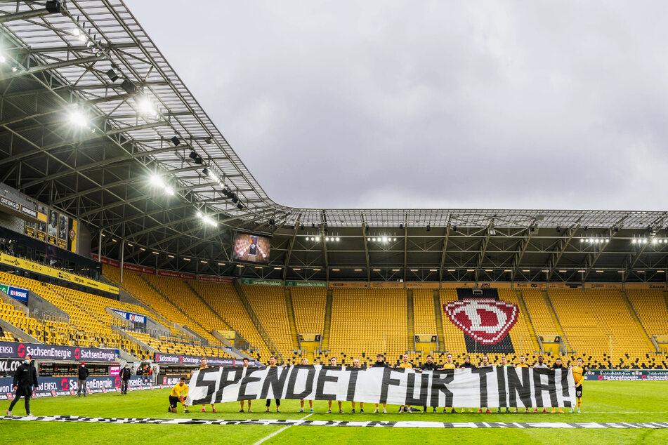 Mit diesem großen Banner rief auch die Dynamo-Mannschaft zum Spenden auf.