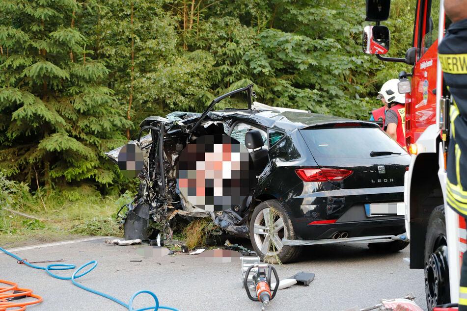 Alle Insassen des Seats, drei Frauen, verloren nach einem dramatischen Unfall auf der S255 bei Aue ihr Leben.