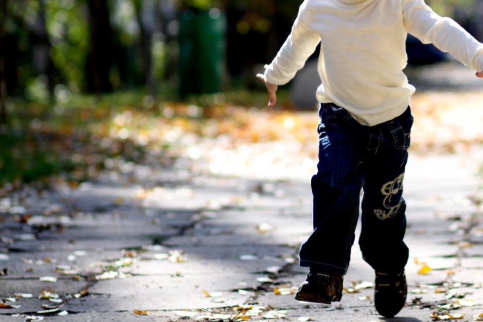 Junge (3) läuft allein auf stark befahrener Straße: Erschreckend, was ans Licht kommt