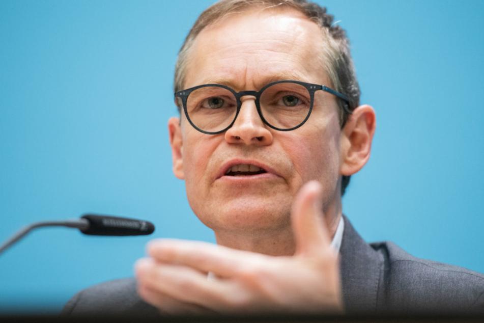 Michael Müller (SPD), Berlins Regierender Bürgermeister, spricht bei einer Senatspressekonferenz zur Corona-Krise.