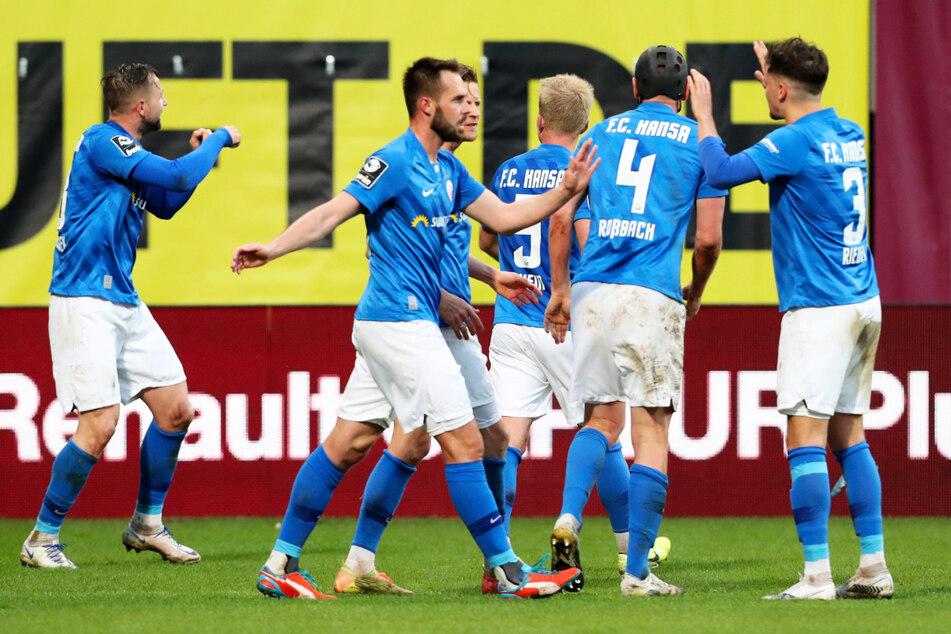 Der FC Hansa Rostock bewies gegen den FC Ingolstadt 04 seine herausragende Qualität und blieb durch das 1:1 im direkten Duell vor den Schanzern.