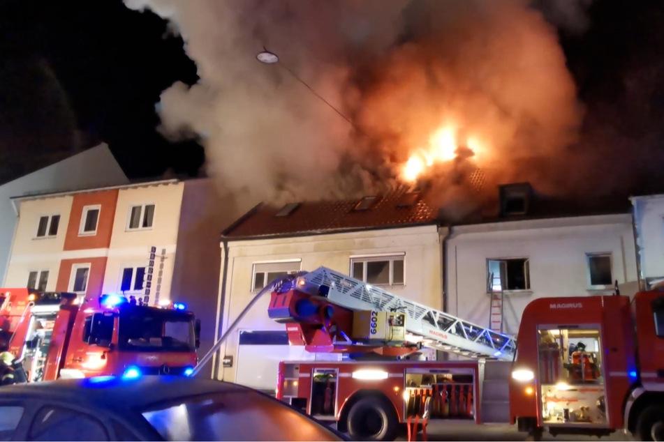 Zwei Häuser in Plattling wurden durch das Feuer beschädigt.