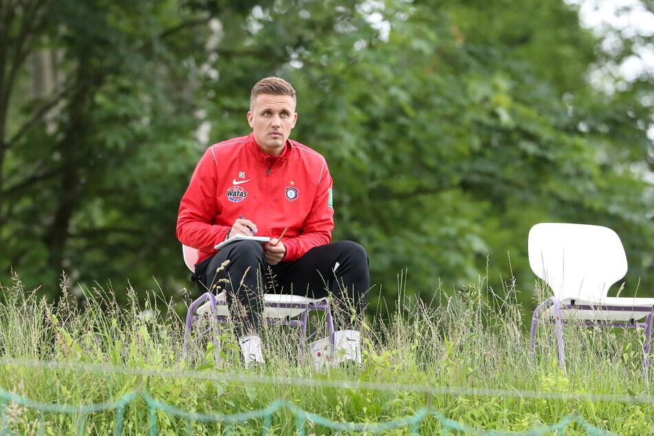 Mein linker, linker Platz ist leer! Wen hat FCE-Coach Aleksey Shpilevski (33) auf seinem Zettel, um den Kader zu verstärken?
