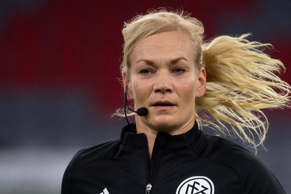 Bibiana Steinhaus (42) arbeitet als Schiedsrichterin. (Archivbild)