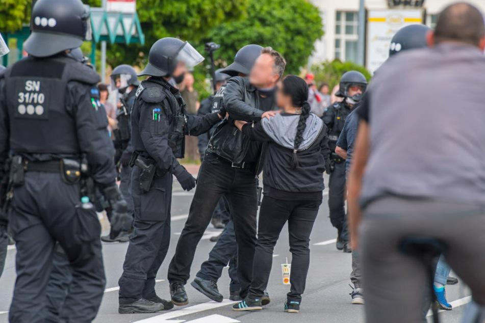 Hunderte Teilnehmer bei Demos in Sachsen: Polizei im Großeinsatz