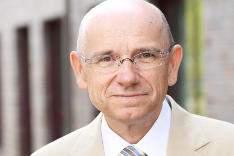 Corona-Ampel: Der Vorsitzende der Stiftung, Eugen Brysch (58), spricht von einer unsinnigen Unterscheidung und hat eine klare Forderung.