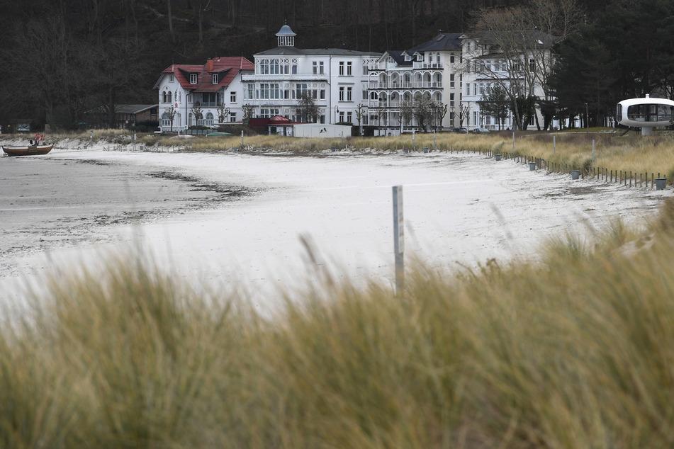 Der Ostseestrand auf der Insel Rügen bleibt vorerst menschenleer.