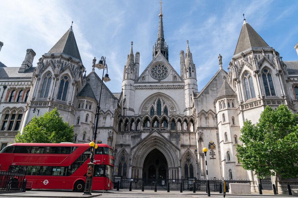 Der dreiwöchige Prozess findet am Londoner High Court statt.