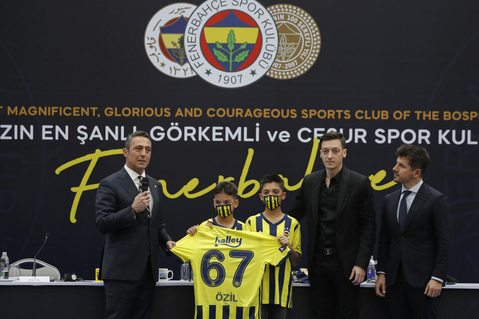 Nachdem es zuletzt beim FC Arsenal nicht mehr so richtig rund lief für Özil, startet er nun ein neues Kapitel bei Fenerbahce Istanbul.