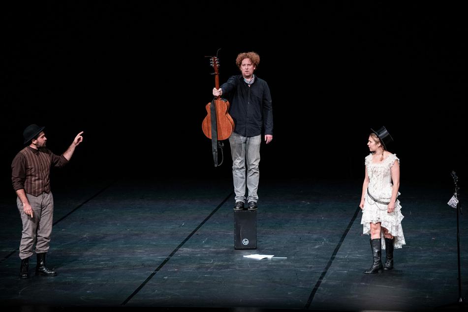 Die vier Landestheater spielen nicht nur an ihren Standorten, sondern NRW-weit in Städten und Gemeinden ohne eigene Theaterensemble.