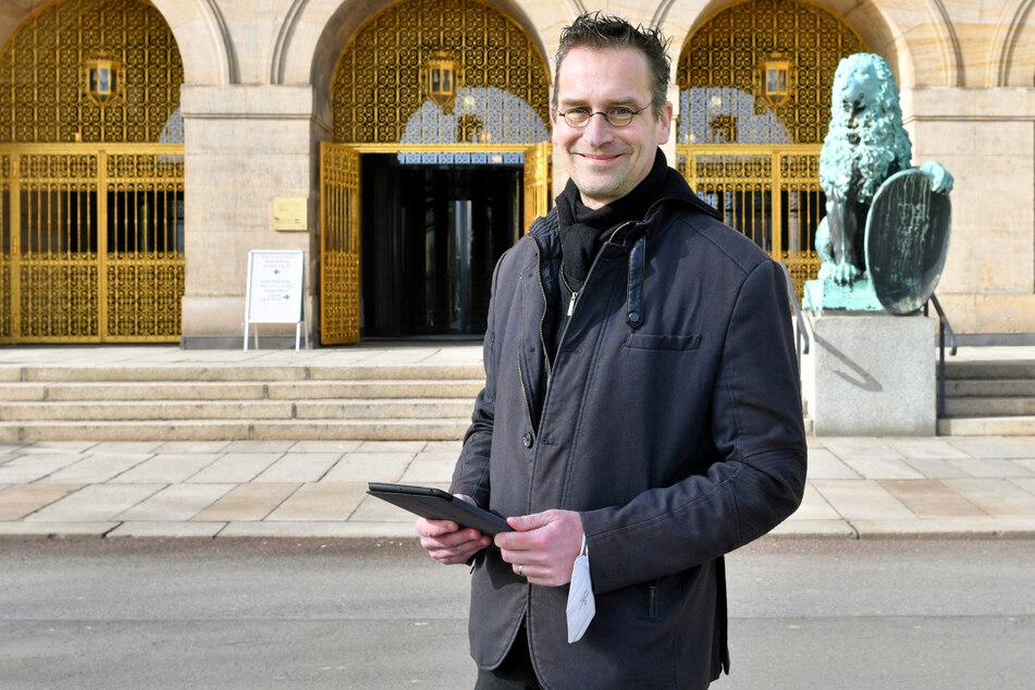 Pirat Martin Schulte-Wissermann (50) stellt das Rathaus vor eigentlich unlösbare Aufgaben.