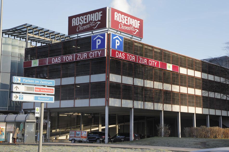 Das Parkhaus am Rosenhof in Chemnitz. Um mehr Kunden in die Innenstadt zu locken, fordert der BVMW nach dem Lockdown kostenlose Parkplätze in den Innenstädten.