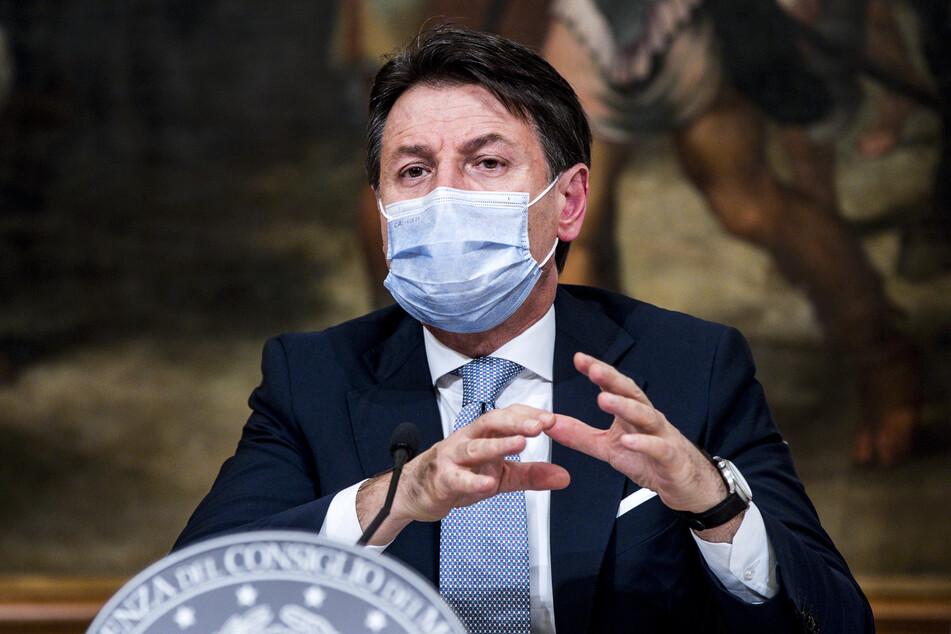 Giuseppe Conte, Premierminister von Italien spricht während einer Pressekonferenz.