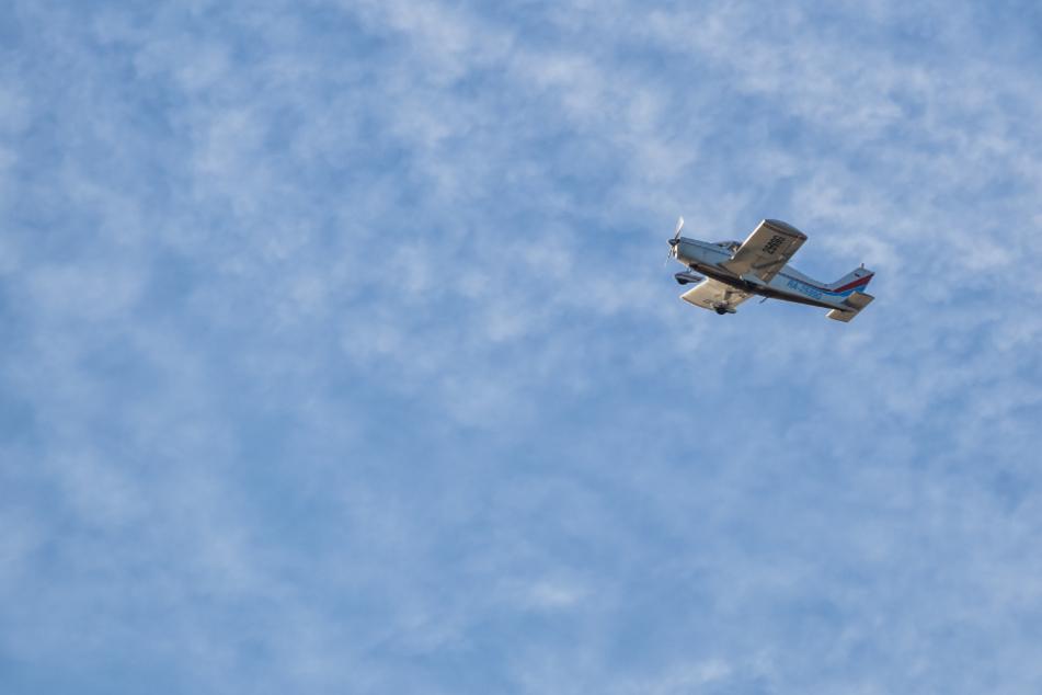 Pilot begeht folgenschweren Fehler: Kleinflugzeug mit Bruchlandung