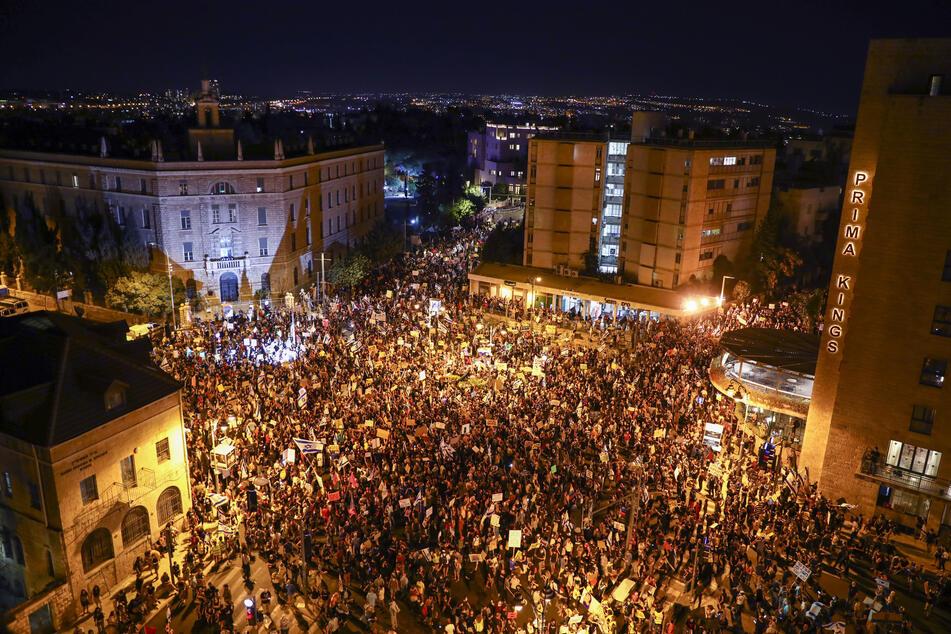 In Israel gingen zuletzt wiederholt Tausende Demonstranten auf die Straßen, um gegen Ministerpräsident Netanjahu und seine Corona-Politik zu protestieren.