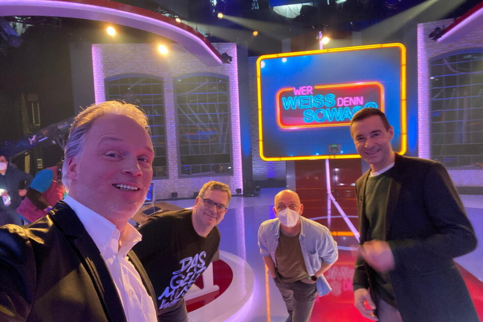 Im Studio Hamburg: André Sarrasani (48, v. l.), Elton (49), Bernhard Hoecker (50) und Kai Pflaume (53).
