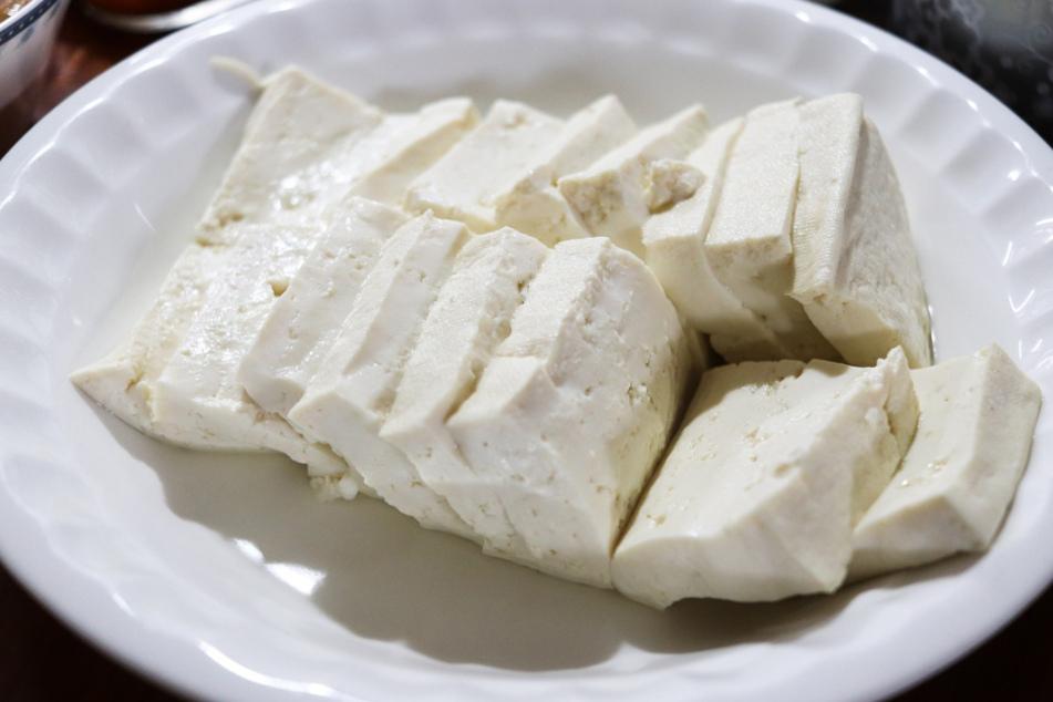 Auch Tofu ist nichts weiter als gestockte Sojamilch.