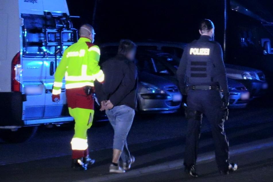 Flucht vor Polizeistreife: Autofahrer rast mit Drogen, Messer und Waffe im Gepäck durch Gerresheim