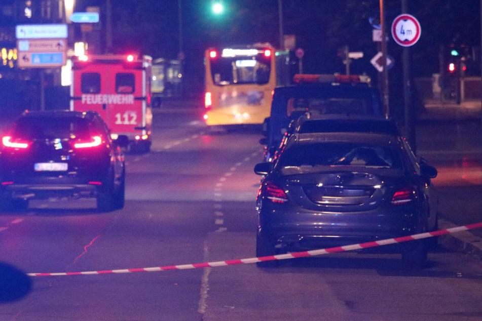 Mann will Straße überqueren und wird von Mercedes erfasst