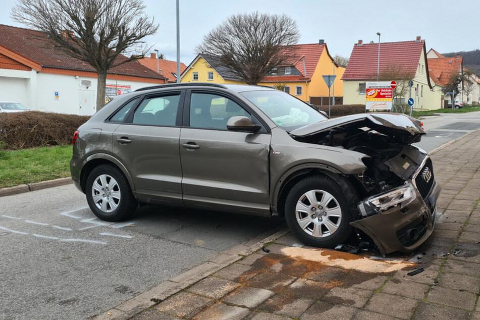 Der Audi krachte in Sondershausen (Kyffhäuserkreis) gegen Hauswand.