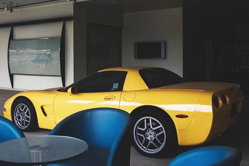 Autohaus seit Jahren dicht: Hier verstauben Sportwagen im Millionen-Wert!