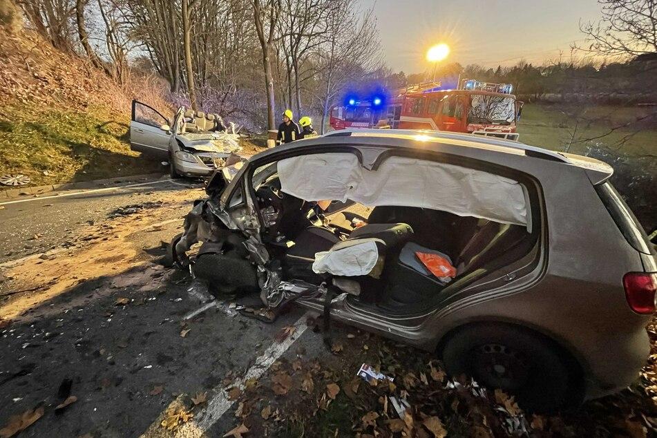 Auf der Straße zwischen Liebschütz und Remptendorf knallten zwei Autos frontal zusammen.
