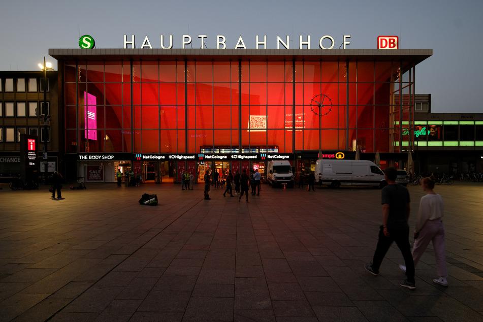 Der Kölner Hauptbahnhof bei der Night of Light.