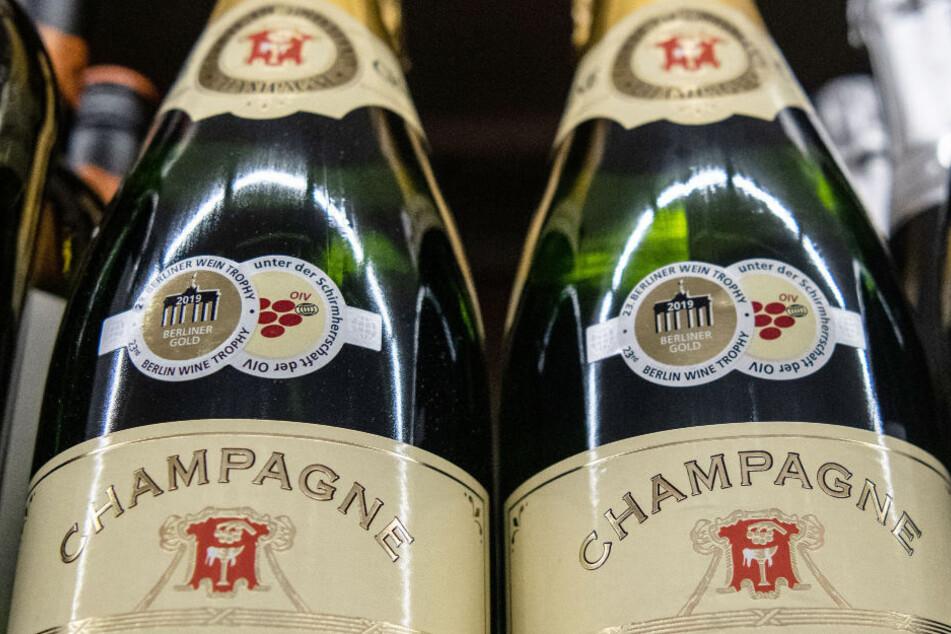 In Neubrandenburg wurden zwei Champagner-Diebe knapp eine Woche nach Silvester mit einer größeren Menge an Flaschen gestellt. (Symbolfoto)