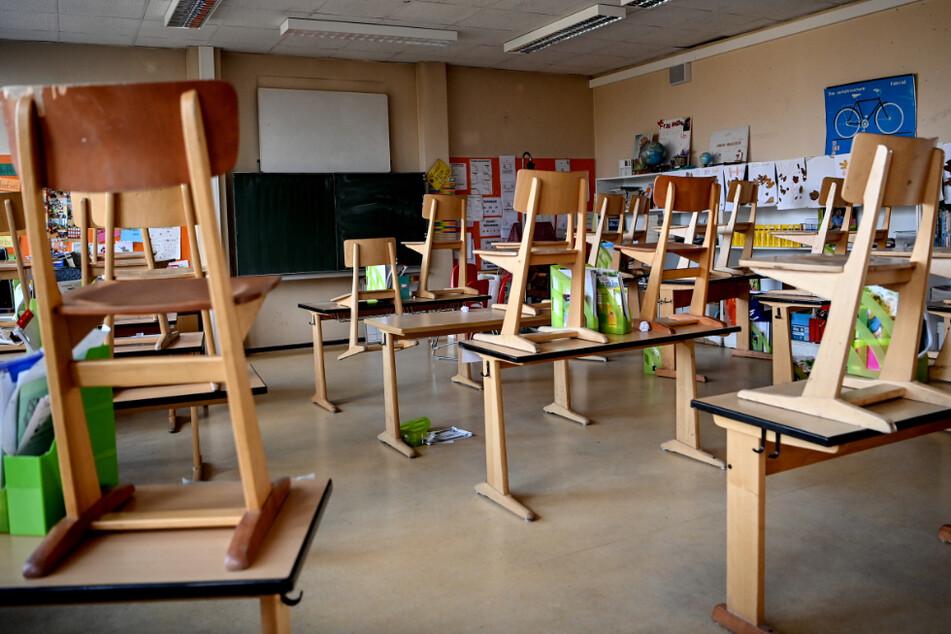 """Schule offen, nichts gelernt: """"Fakt ist!"""" thematisiert das Corona-Chaos in Klassenräumen"""