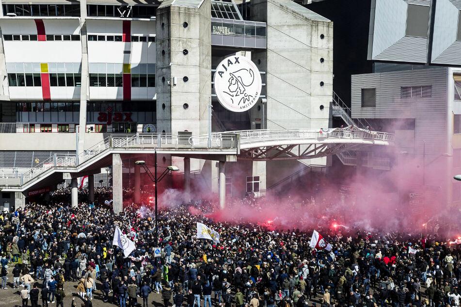 Mario Götze hat das Nachsehen: Ajax Amsterdam Meister, riesige Fan-Ansammlung vorm Stadion!