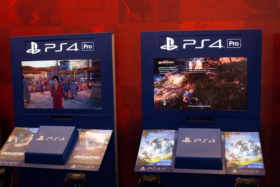 Horizon: Zero Dawn (r.) was a hugely popular PS4 title.