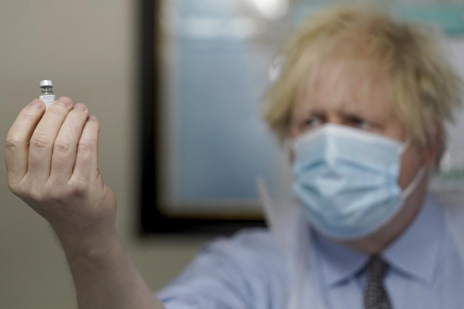 Boris Johnson, Premierminister von Großbritannien, lässt die EU beim Impfen alt aussehen.
