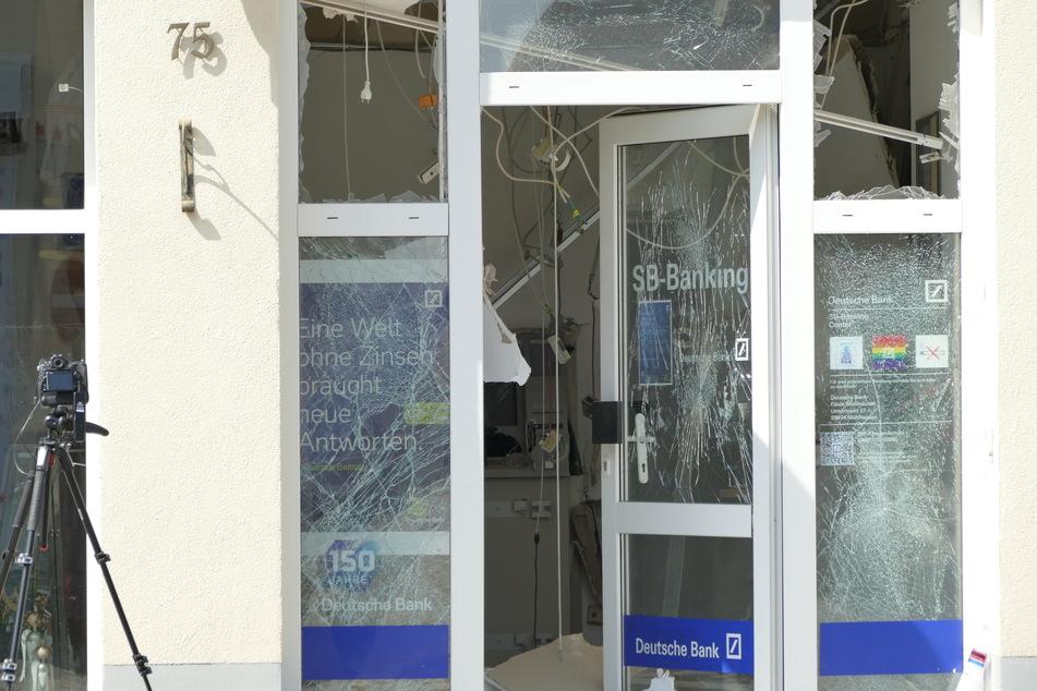 Hier lag Geld auf der Straße! Geldautomat in Worbis gesprengt