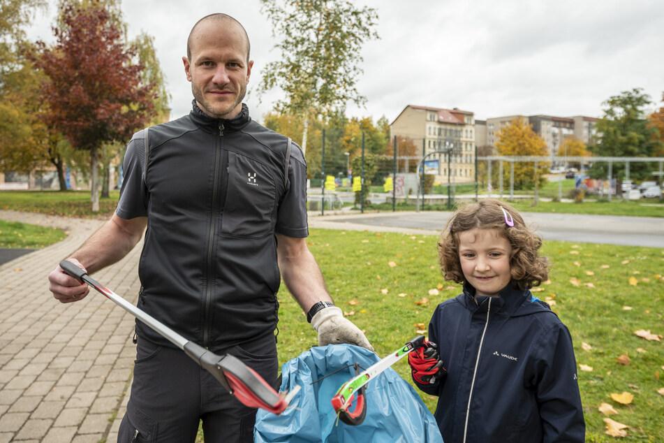 Valentin Richter-Trummer (36) und Sara (6) erfuhren durch einen Aushang von der Aktion. Da beschlossen sie spontan mitzumachen.
