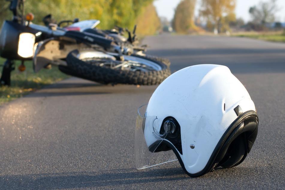 Innerhalb von nur wenigen Stunden verunfallten zwei Motorradfahrer an genau der gleichen Stelle. (Symbolbild)
