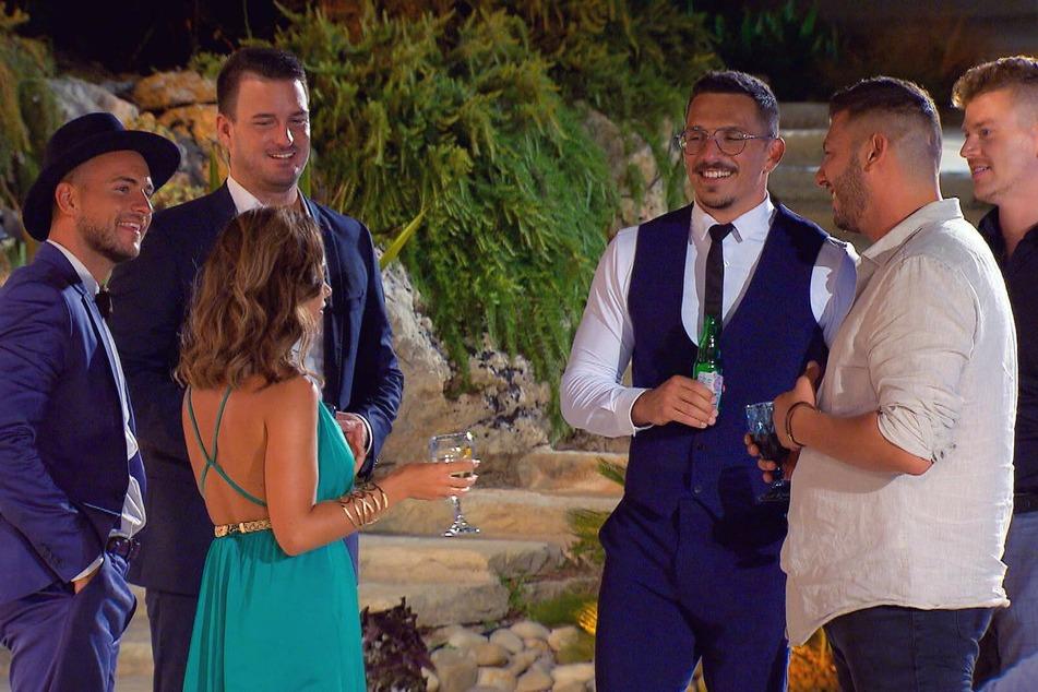 """""""Bachelorette"""" Melissa hat aktuell eigentlich genug Auswahl an Männern - in der ersten Folge sprach sie aber erneut über ihren Flirt mit Pietro Lombardi (28)."""
