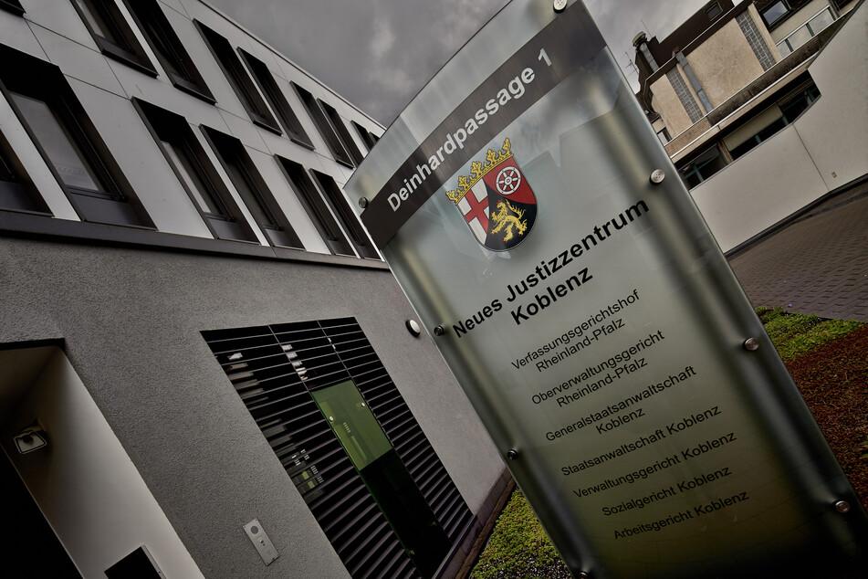 Das Justizzentrum in Koblenz, in dem der rheinland-pfälzische Verfassungsgerichtshof, das Oberverwaltungsgericht, das Verwaltungsgericht, die Generalstaatsanwaltschaft, die Staatsanwaltschaft, das Sozialgericht und das Arbeitsgericht untergebracht sind.