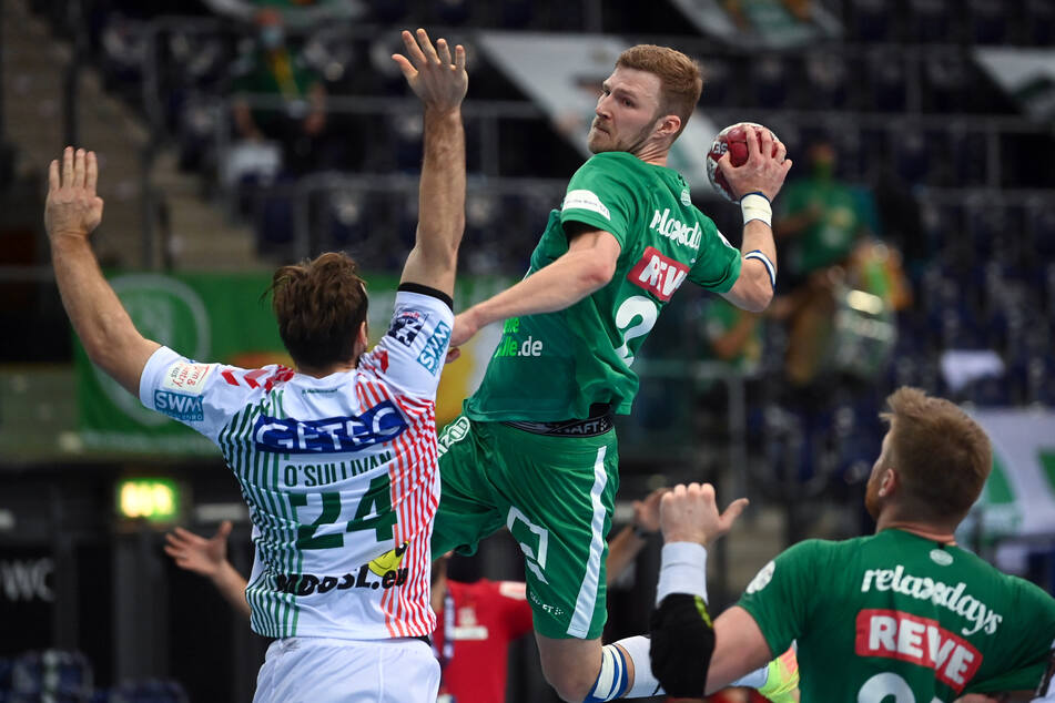 Die Handballer des SC DHfK Leipzig haben ihre erste Corona-Schutzimpfung erhalten, darunter auch Philipp Weber (28, Mitte). (Archivbild)