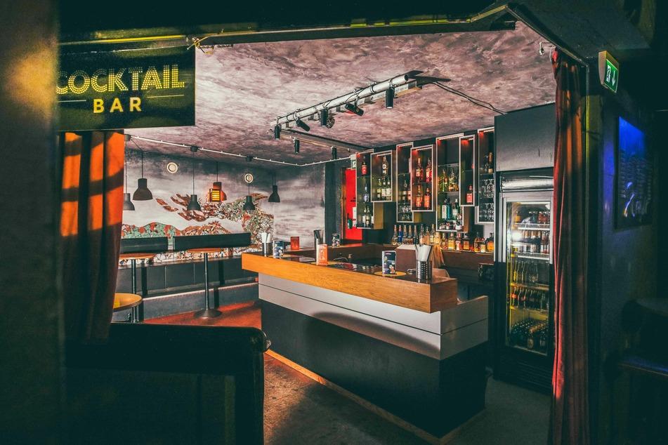 Tristes Bild: Die Cocktailbar im oberen Bereich des Downis ist aktuell menschenleer.